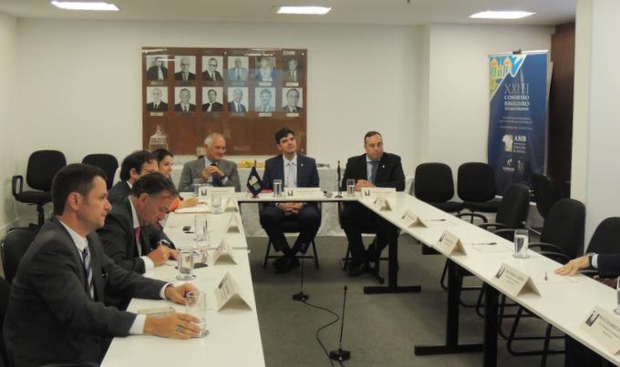 Diretor da AMAPAR e magistrado italiano trocam experiências com foco no combate ao crime organizado