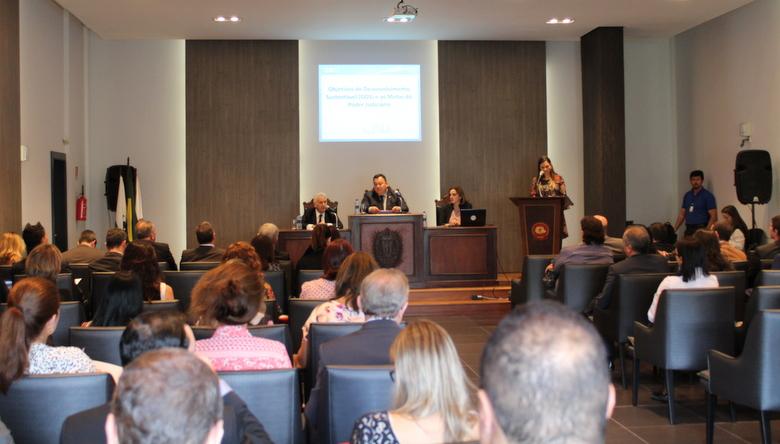 Magistrados e representantes do CNJ prestigiam na AMAPAR a abertura de seminário sobre metas do Judiciário para 2018