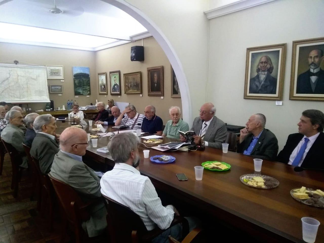 Presidente da AMAPAR participa de reunião do Instituto Histórico e Geográfico do Paraná