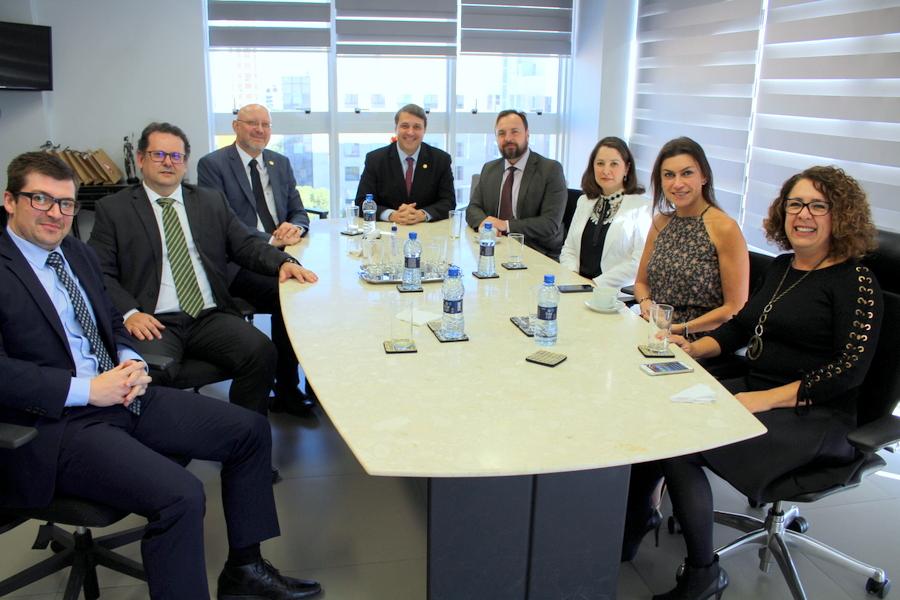 Diretoria da AMAPAR trata de interesses comuns com membros da nova gestão da APMP