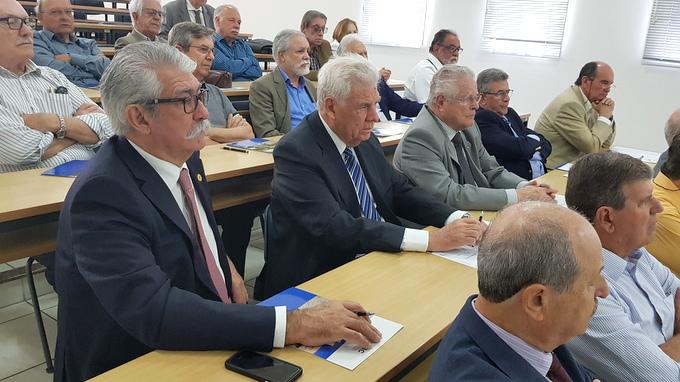AMAPAR debate temas de interesse dos aposentados em Florianópolis, na sede da AMC