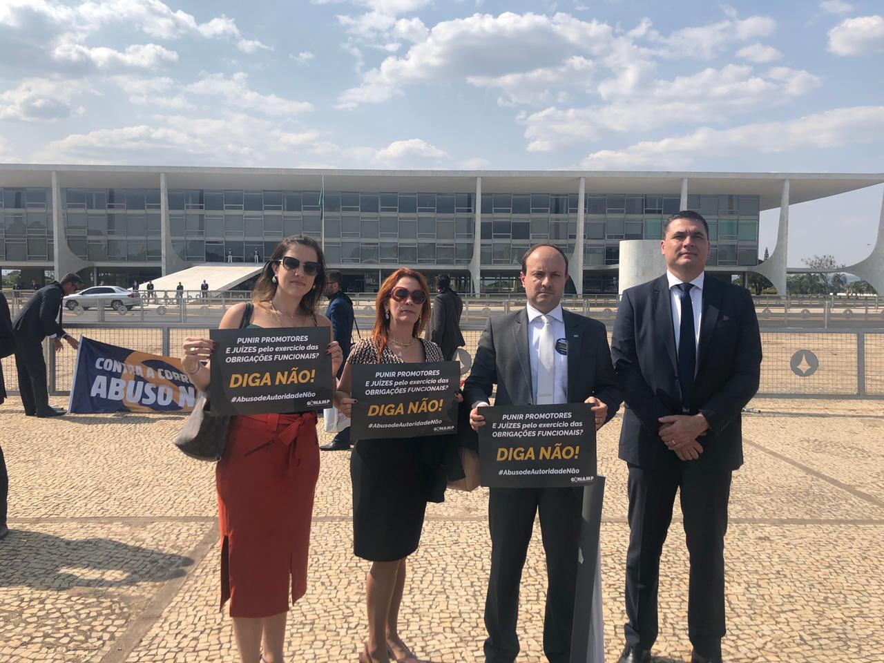 Magistrados do Paraná participam em Brasília de ato contra o PL do abuso de autoridade