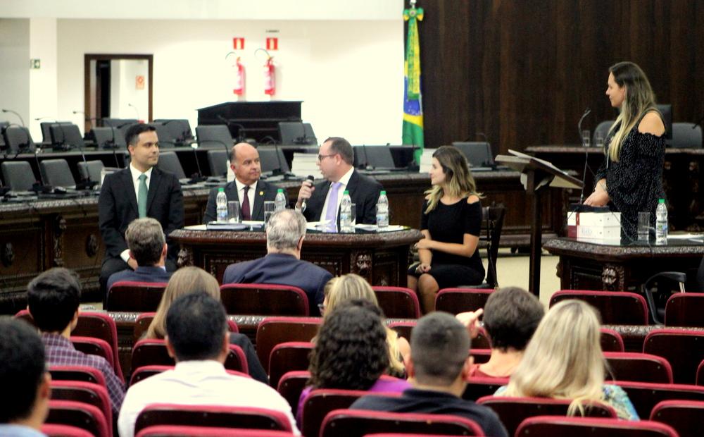 Diretores recepcionam cursistas da EMAP com aula magna do desembargador Clayton Maranhão