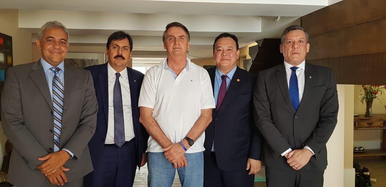 Presidente eleito, Jair Bolsonaro, recebe a magistratura brasileira em sua residência, no Rio