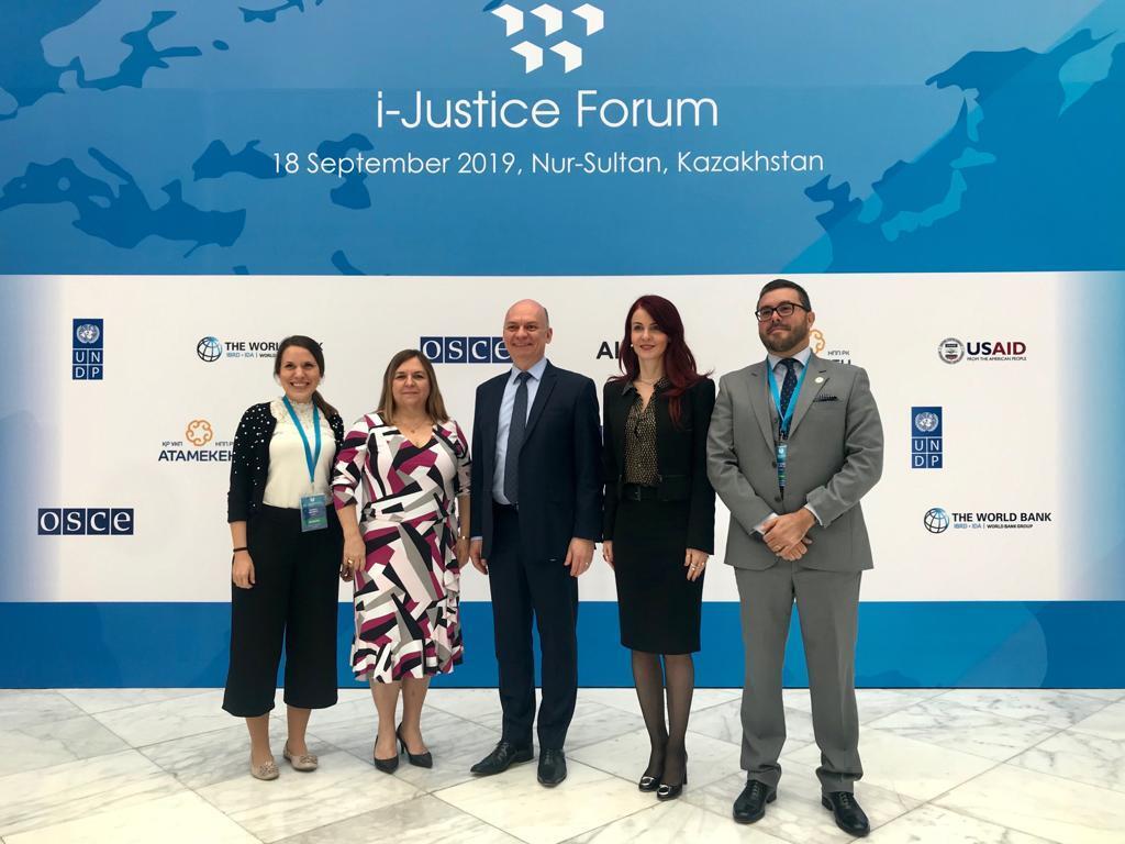 Diretora de Relações Internacionais da AMAPAR participa da reunião anual da União Internacional de Magistrados no Cazaquistão