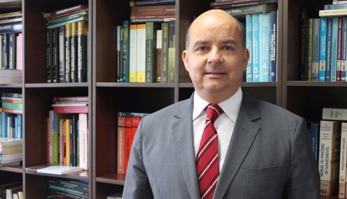 Clayton Maranhão fala à AMAPAR sobre a conquista do prêmio Jabuti