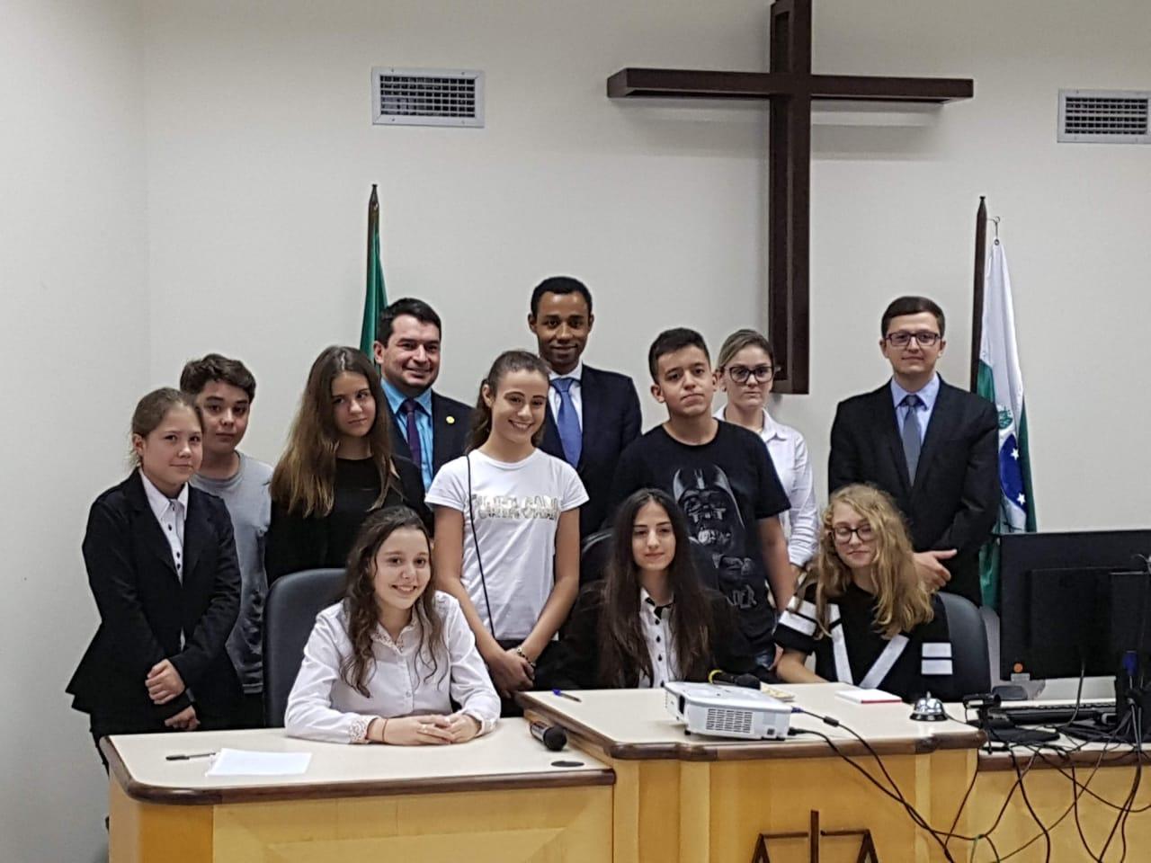 Alunos do Colégio Ativa visitam Fórum da Comarca de São Miguel do Iguaçu