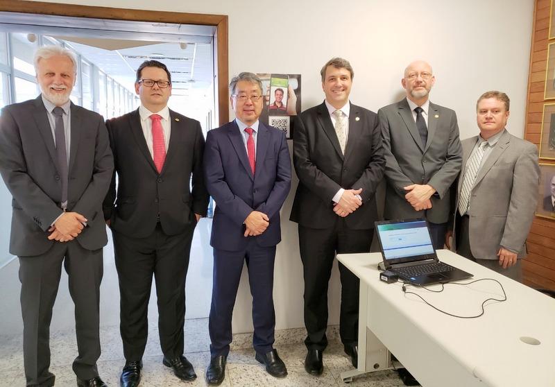 Diretoria da AMAPAR se reúne com a cúpula do TRE-PR e conhece o sistema do Documento Nacional de Identificação