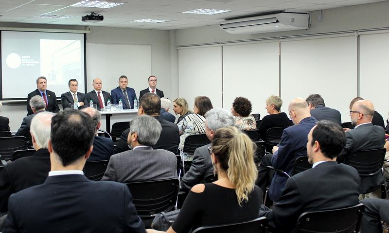 De cara nova, EMAP de Curitiba celebra noite de memórias e homenagens