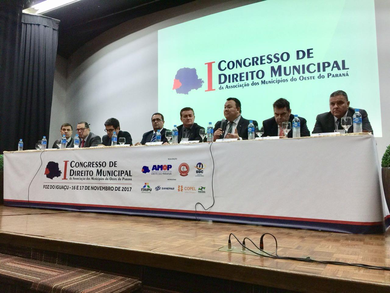 Magistrados ressaltam a importância de debater a administração pública durante encontro em Foz