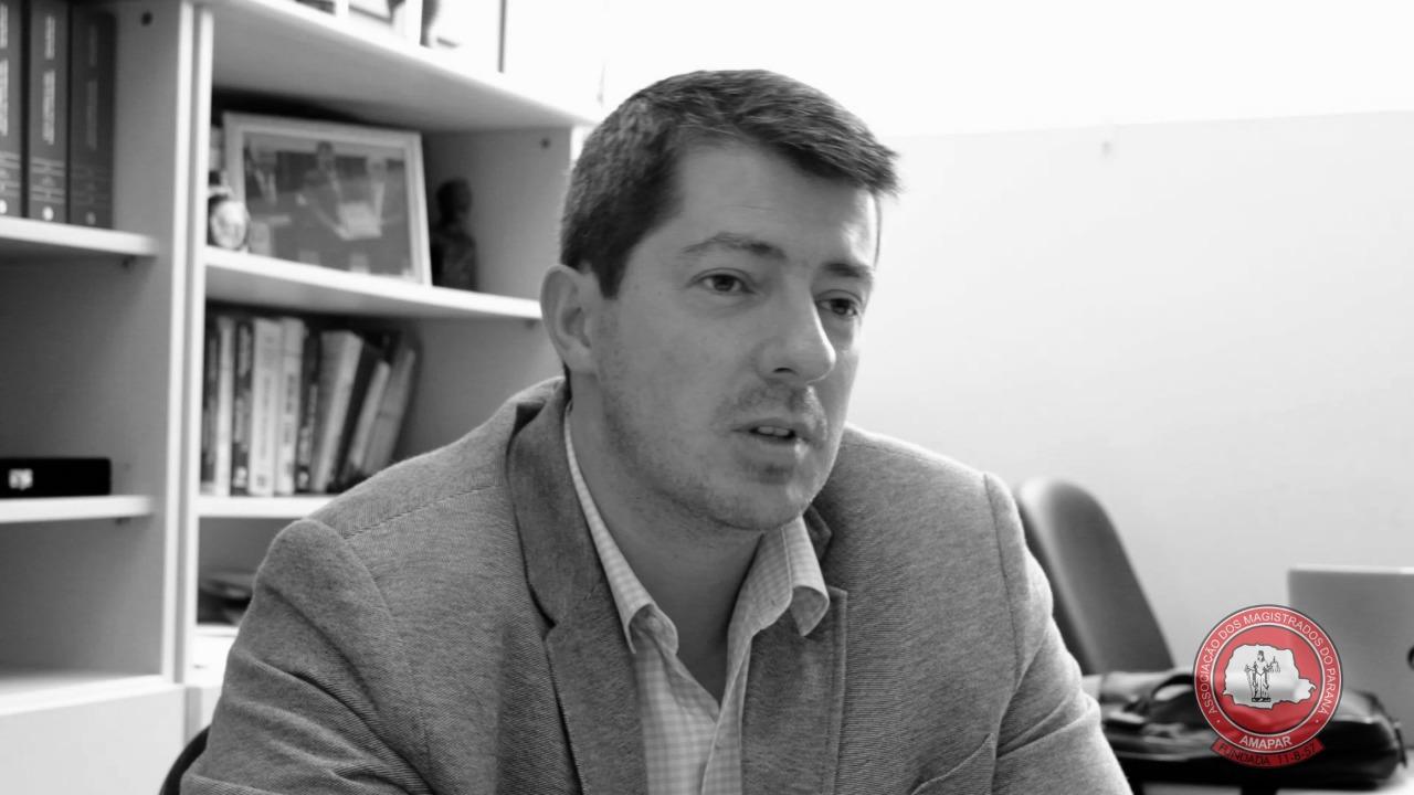 Juiz Daniel Avelar fala à AMAPAR, em vídeo, sobre o julgamento do ex-deputado Fernando Ribas Carli Filho