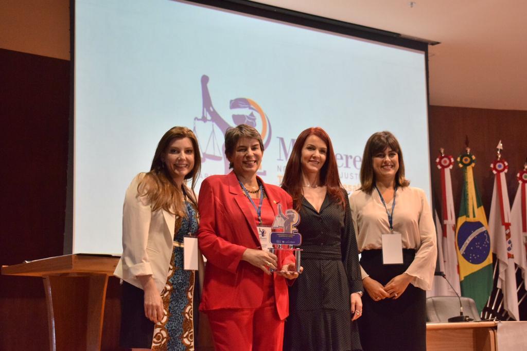 Grupo de Estudos integrado pela AMAPAR recebe premiação em Brasília