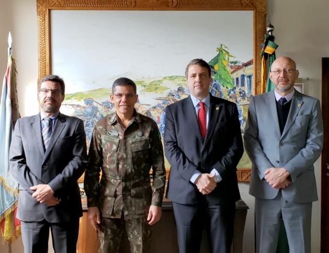 Diretoria da AMAPAR ressalta a necessidade de garantir segurança à magistratura durante reunião com o comando do exército