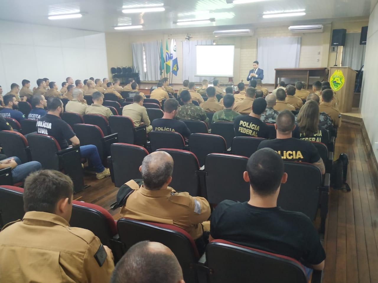 Juiz Ferdinando Scremin participa de curso com oficiais de fronteiras e ressalta aproximação da AMAPAR