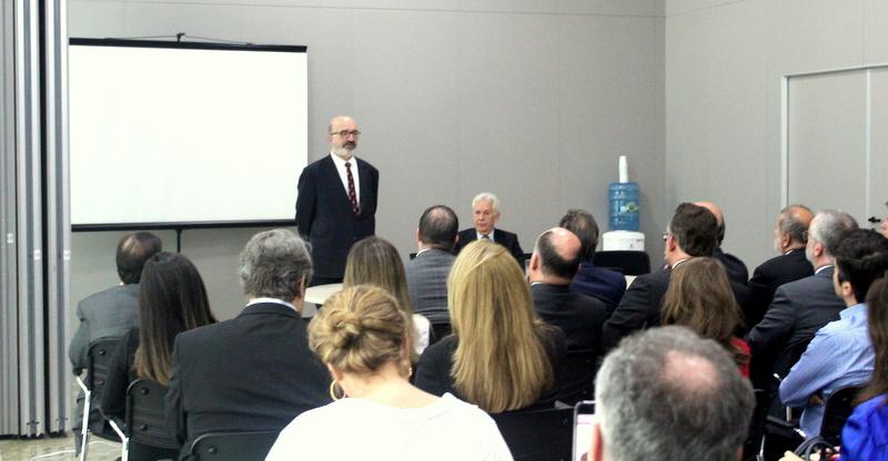 Magistrados e servidores lotam auditório no TJ para palestra da AMAPAR com o professor da Universidade de Lisboa, Fernando Araújo
