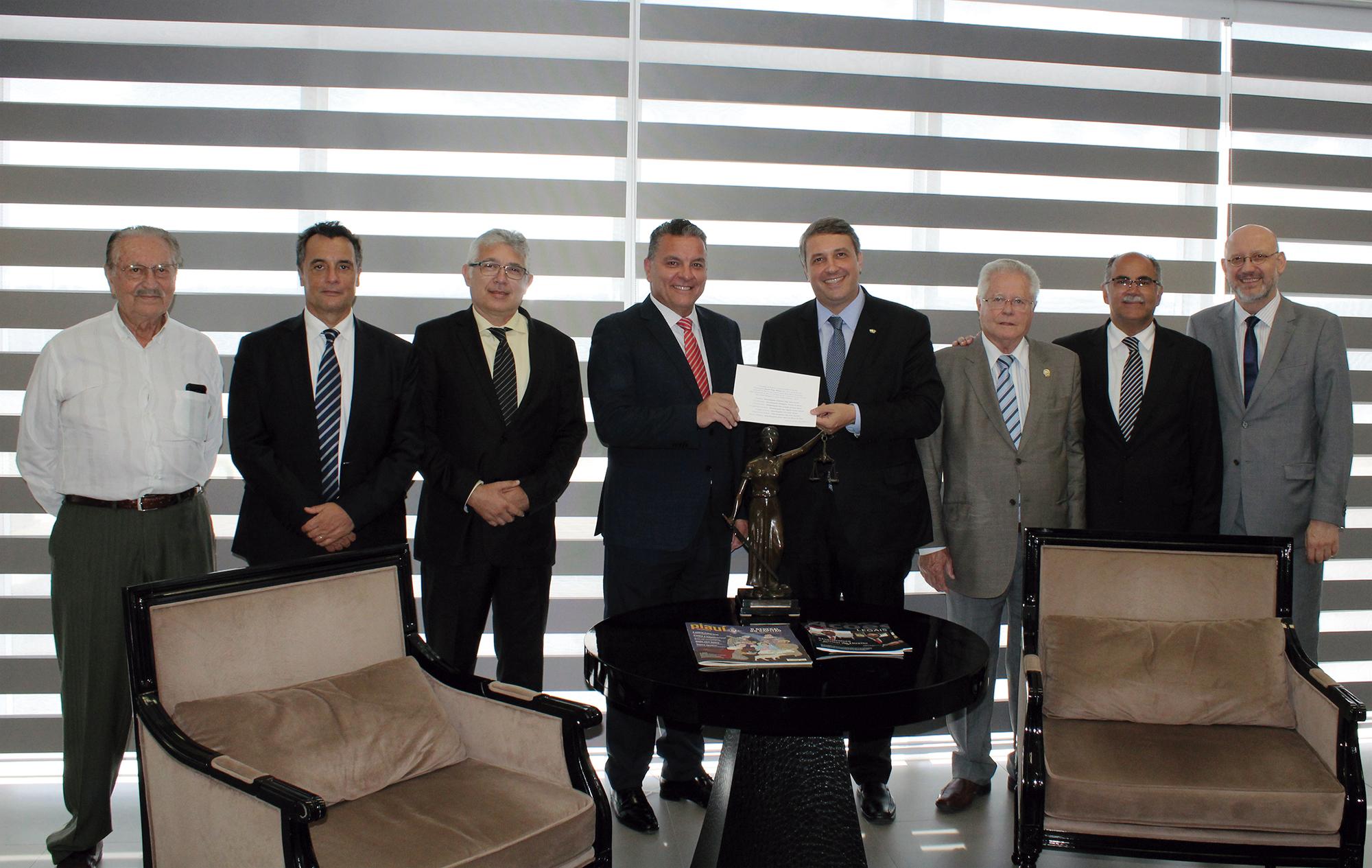 Presidente da AMAPAR recebe convite para posse da nova cúpula do TJPR