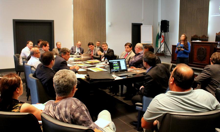 Entidades debatem estratégias de marketing, durante reunião na AMAPAR, para confrontar a reforma da previdência