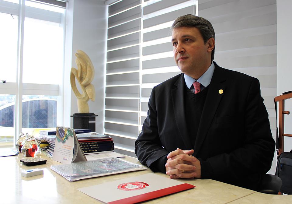 Presidente da AMAPAR concede entrevista à Folha de Londrina e faz críticas à chamada