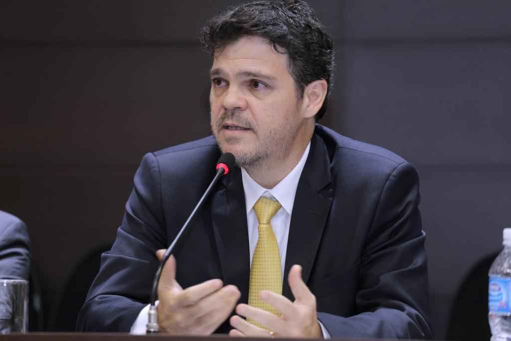 """Juiz José Ricardo Alvarez Vianna fala à AMAPAR sobre livro que trata do """"erro judiciário"""""""
