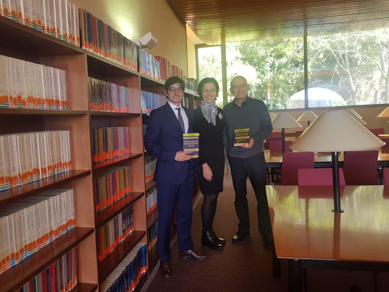 Escola Judicial de Barcelona recebe exemplares de livros de juíza paranaense