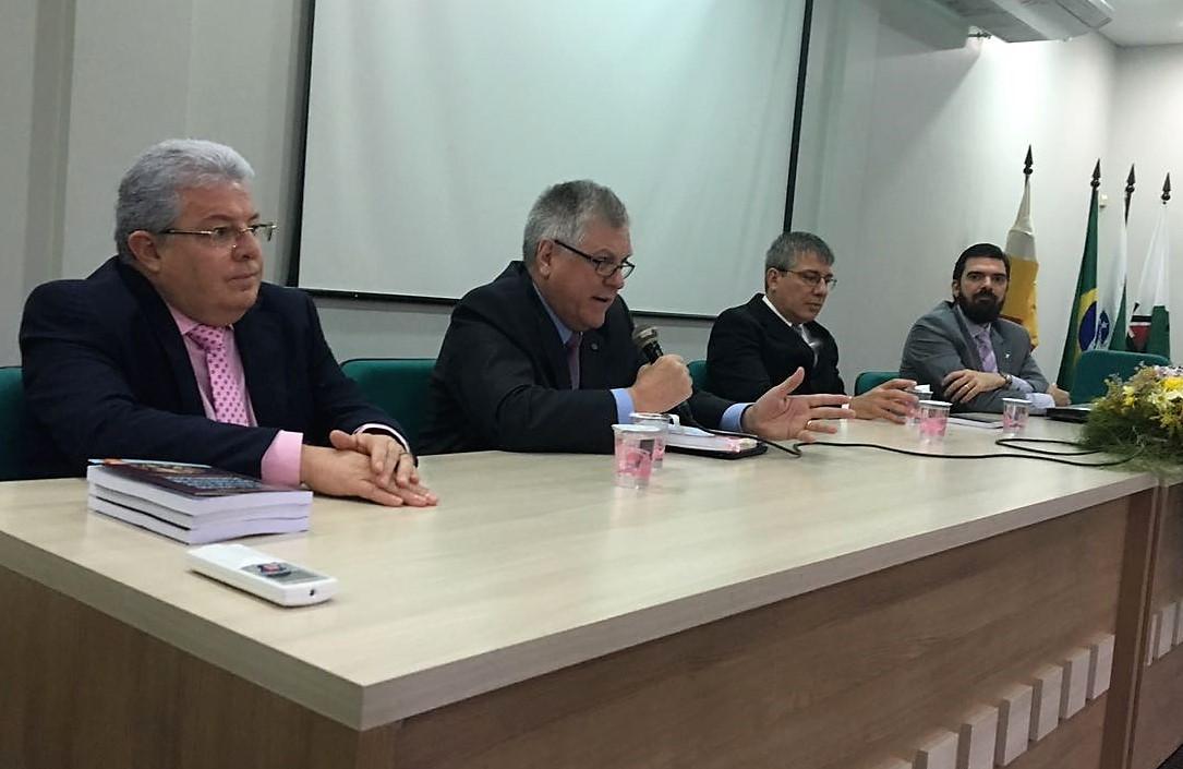 Magistrados Miguel Kfouri Neto e Nicola Frascati Junior falam sobre Direito e Ética à comunidade jurídica da UEM