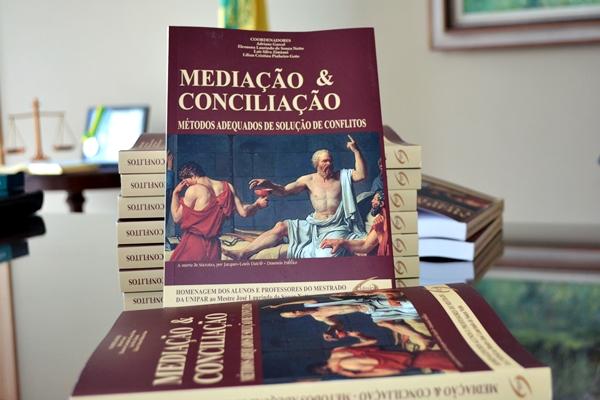 Dia do Conciliador e Mediador Judicial ganha livro alusivo