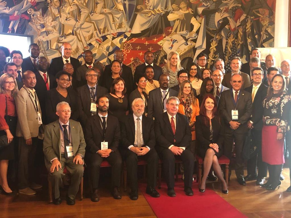 Diretora da AMAPAR e juíza do TJ-PR participam de encontros em Portugal