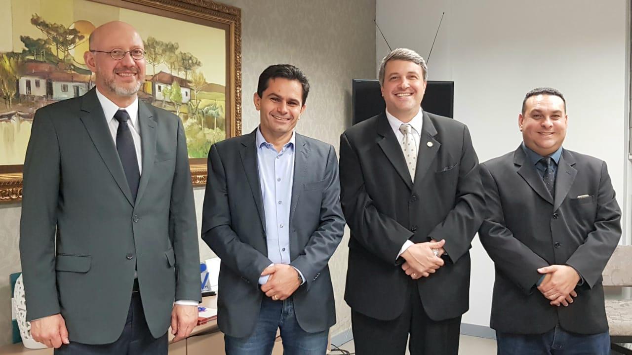 Diretoria da AMAPAR recebe a visita do deputado Márcio Pacheco