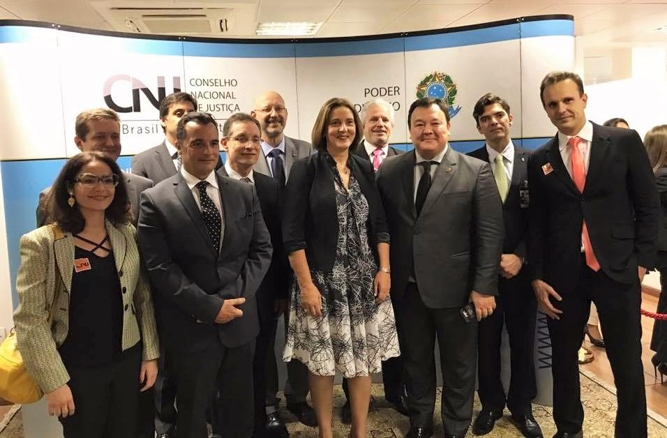 Comitiva da AMAPAR prestigia posse de Maria Tereza Uille Gomes como nova conselheira do CNJ