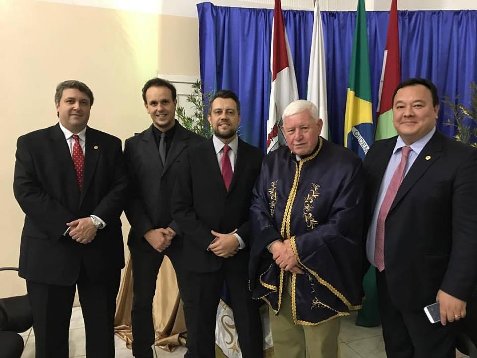 Juiz Carlos Mattioli recebe comenda Pinhão do Vale pelo destacável trabalho dedicado à comarca de União da Vitória