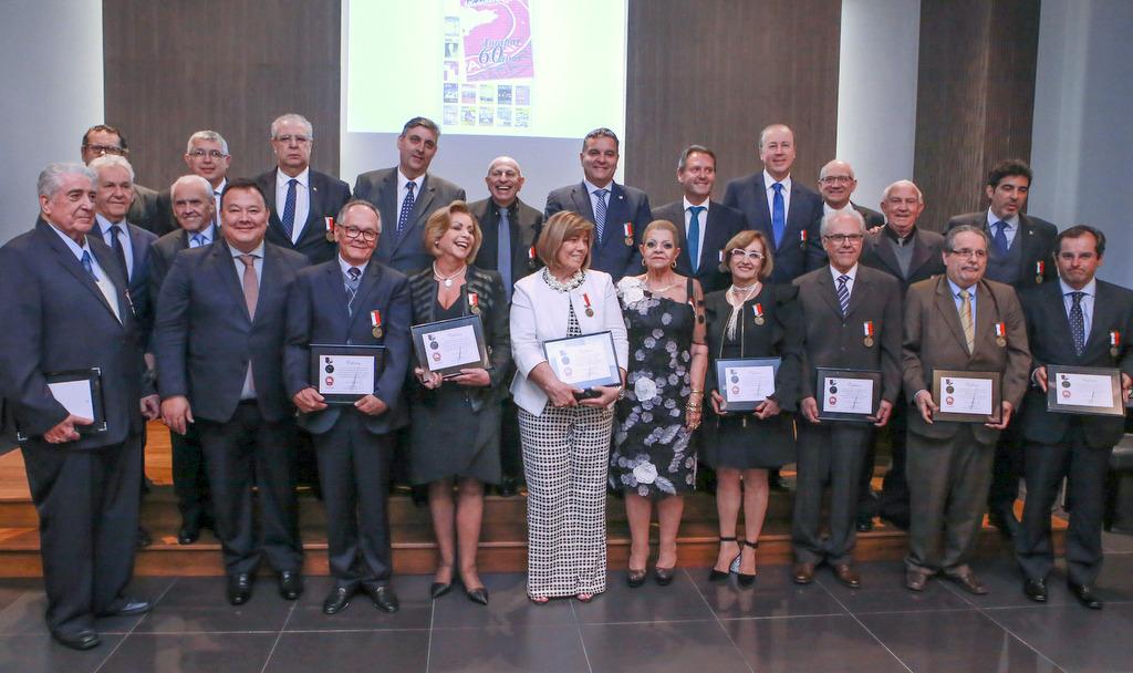 AMAPAR faz noite de celebração com a entrega da medalha Antônio Franco Ferreira da Costa e lançamentos de revista e de selo comemorativos