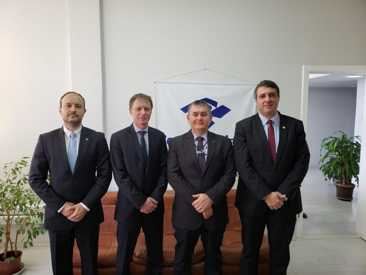 Diretoria da AMAPAR faz visita institucional à Delegacia Regional da Receita Federal