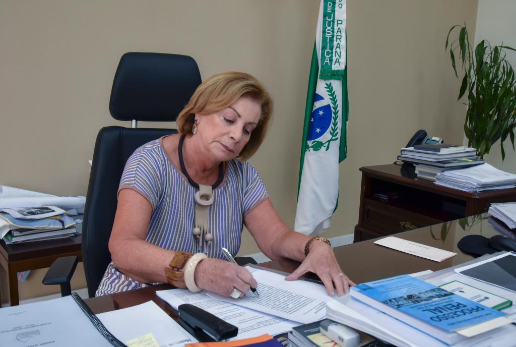 Presidente interina do TJ-PR, desembargadora Regina Portes concede entrevista à AMAPAR