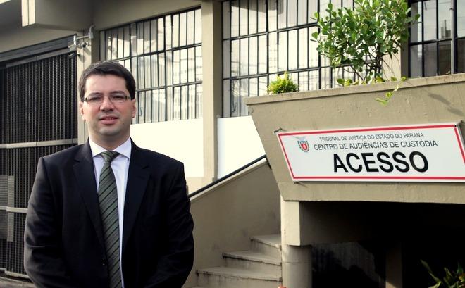 Com mais de 1500 audiências realizadas, juiz Rubens dos Santos Júnior preza pelo equilíbrio na Central de Custódia de Curitiba
