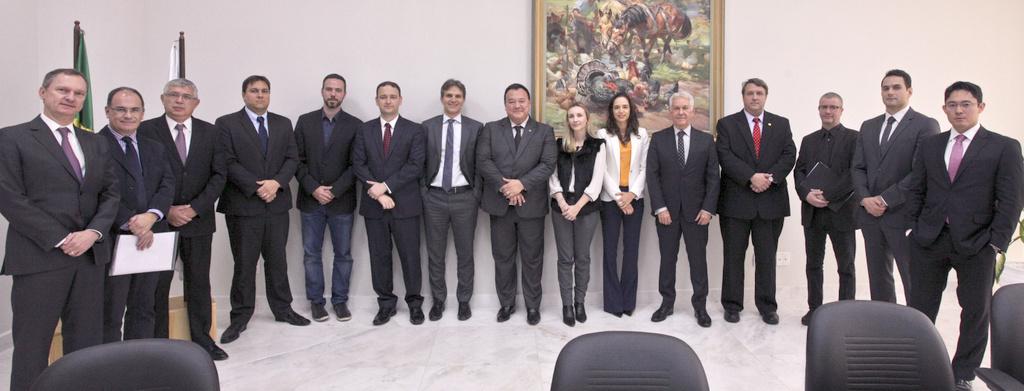 AMAPAR e juízes de Direito substitutos renovam ao presidente do TJ-PR requerimento que converte cargo de estagiário de pós para assessor em comissão