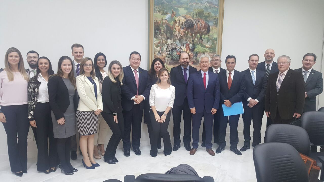 Juízes substitutos e AMAPAR reforçam ao presidente do TJ-PR a necessidade de assessoria efetiva