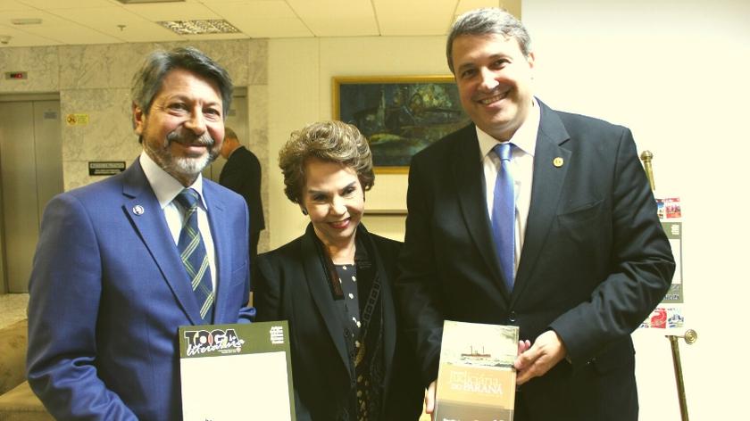 Publicações consolidadas, novas edições da Revista Judiciária do Paraná e Toga e Literatura são apresentadas à magistratura