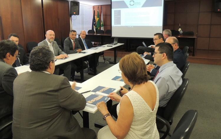 Representantes da AMAPAR participam do lançamento de hostiste e de cartilha da AMB sobre a Reforma da Previdência
