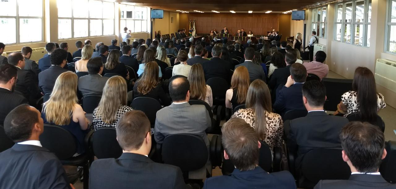 """TRE-PR reúne cerca de 200 magistrados, de todas as regiões, para ressaltar a """"cruzada"""" do rezoneamento"""