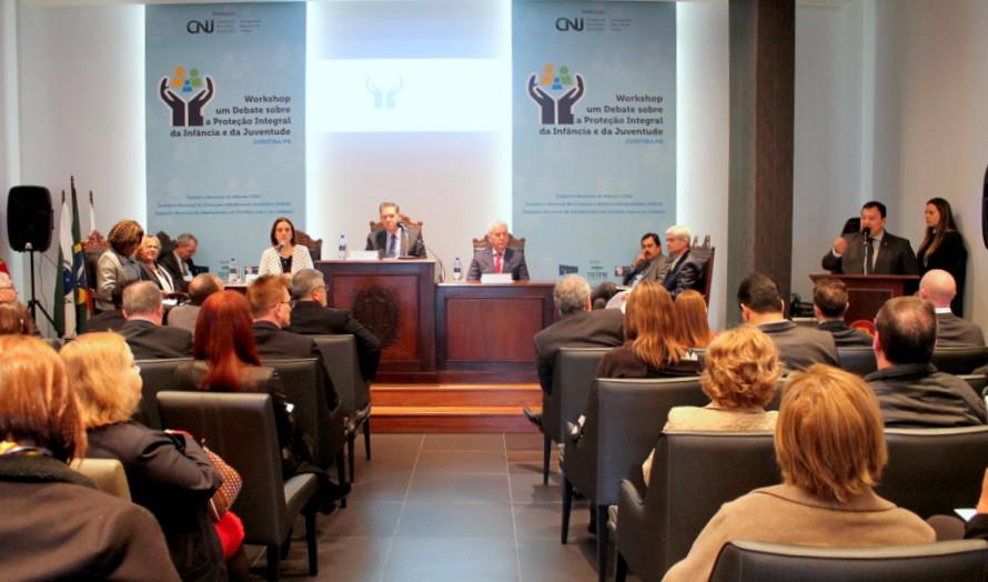 Autoridades afirmam a necessidade de efetivar o cadastro nacional de adoção durante workshop do CNJ na AMAPAR